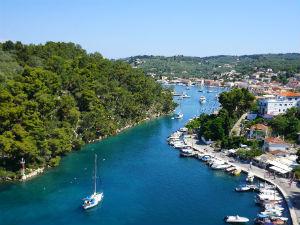 Gaios paxos vakantie aanbiedingen en tips - Planter uitzicht op de baai ...
